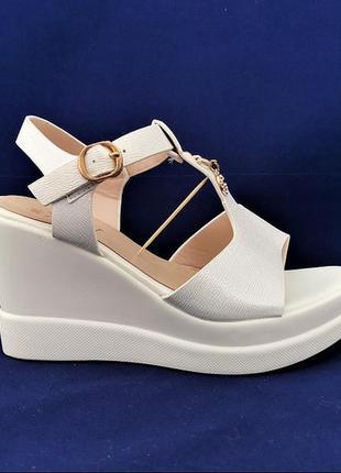 Женские сандалии босоножки на танкетке платформа белые летние