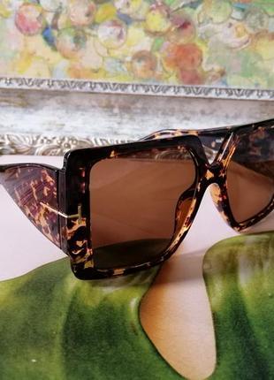 Эксклюзивные брендовые солнцезащитные женские очки  квадрат в черепаховой оправе