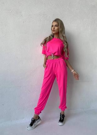 Женский спортивный костюм ( футболка и штаны )