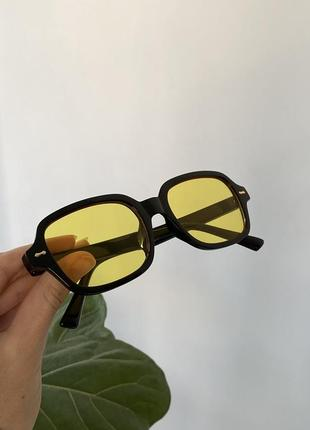 Актуальные квадратные очки с желтой линзой