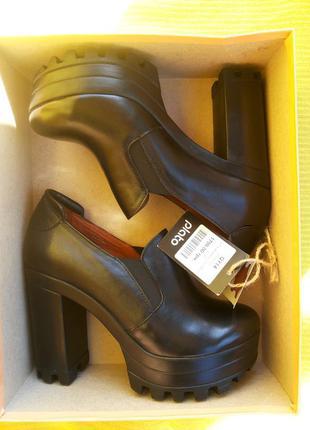 Шикарные кожаные туфли на толстом каблуке golderr