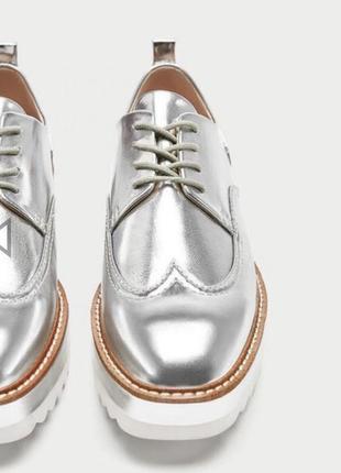 Серебристые лоферы туфли