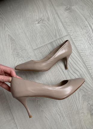 Кожаные бежевые туфли лодочки sharman3 фото