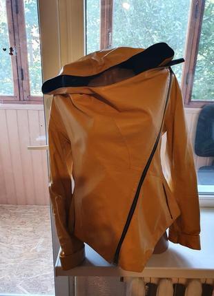 Куртка стильная (кожа) короткая с капюшоном(турция).