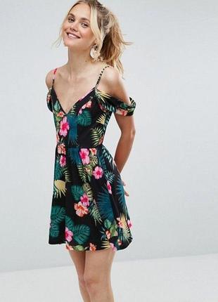 Комфортное летнее платье трикотаж открытые плечи листья тропики