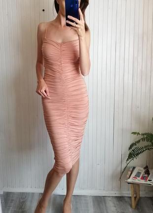 Сексуальное платье миди по фигуре оборка драпировка сукня пудра3 фото