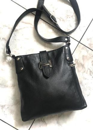 Кожаная лаконичная сумочка