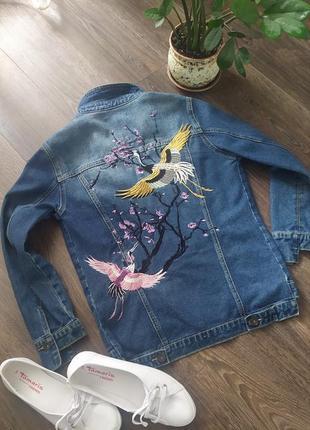 Джинсовая куртка, пиджак с вышивкой
