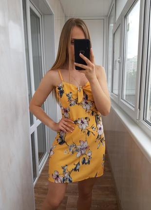 Желтое платье в цветочный принт parision