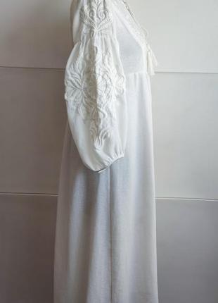 Платье миди zara белого цвета  с вышивкой.2 фото