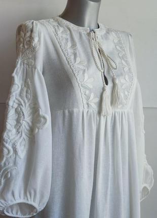 Платье миди zara белого цвета  с вышивкой.4 фото