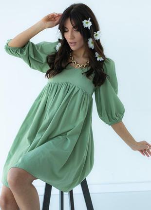 Однотонное платье с расклешенным низом4 фото