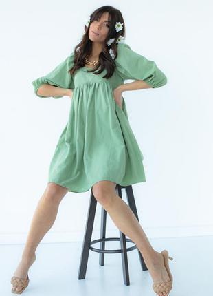 Однотонное платье с расклешенным низом5 фото