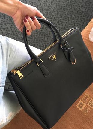 Кожаная сумка prada saffiano
