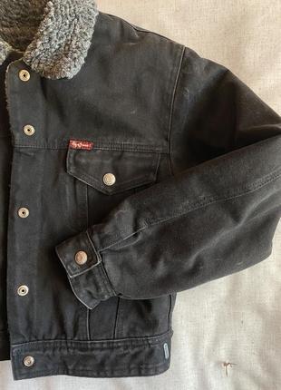 Короткая тёплая джинсовая куртка