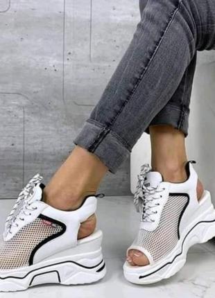 Летние кроссовки сникерсы на массивной подошве с сеткой. наложка!