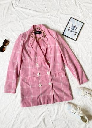 Стильный розовый пиджак в клетку