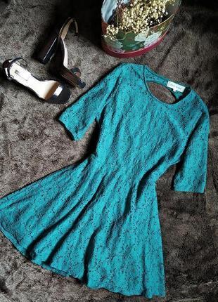 Бирюзовое кружевное платье с открытой спиной от river island