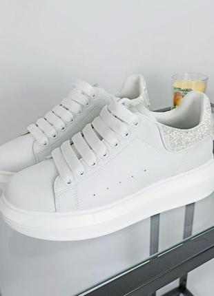 Кроссовки белые кожаные m_q