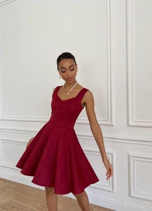 Стилоное замшевое яркое платье с воздушной юбкой короткое мини