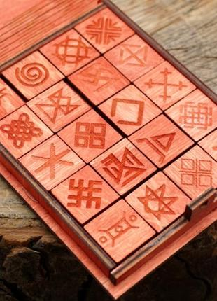 Красный подарочный набор славянские руны резы
