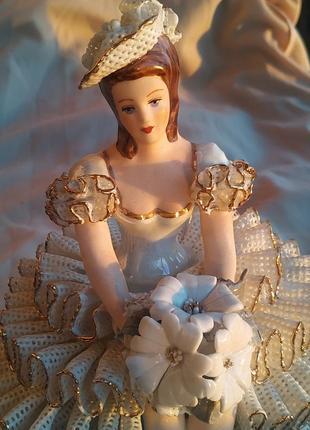 Коллекционная статуэтка фарфор винтаж антиквариат девушка принцесса барыня есть дефект4 фото