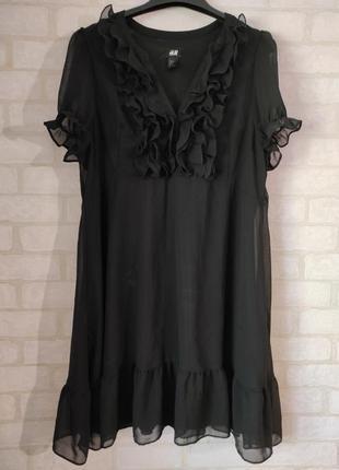 Брендовое свободного кроя платье с оборками
