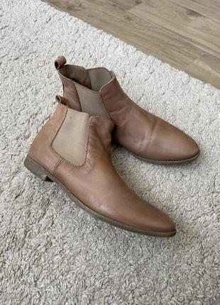 Класні черевички челсі