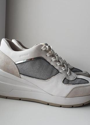 Белые кроссовки для города geox zosma
