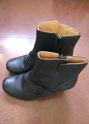 Шкіряні черевички clarks нові 37р.
