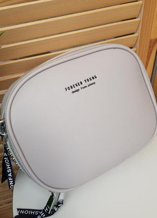 Стильная серая сумка кроссбоди с текстильным ремешком