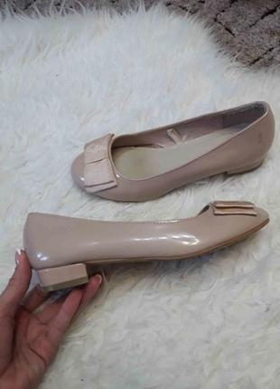 Стильные изящные пудровые туфли fiore