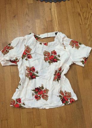Классная блуза с открытой спинкой