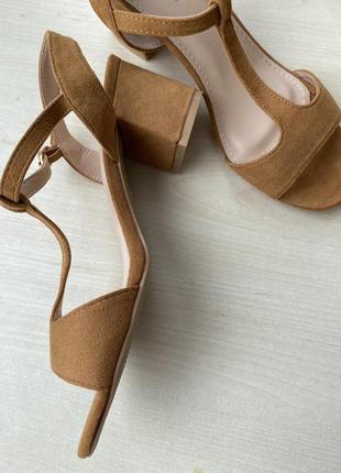 Стильные босоножки на каблуке от sixth sens
