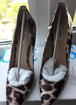 Новые фирменные очень модные леопардовые туфли guess р.38-38,5-39