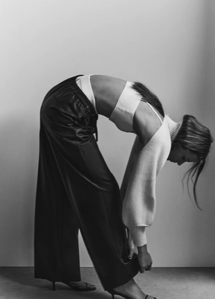 Трендовые широкие брюки палаццо трубы с ващеным покрытием2 фото