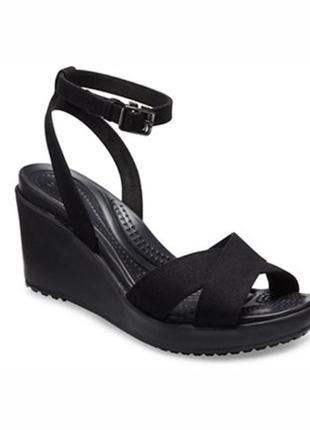 Босоножки сандалии женские crocs w9 w10 w8 на танкетке платформе