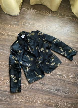 Чёрный с золотой вышивкой атласный пиджак/жакет в китайском стиле от together