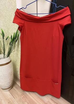 Шикарное алое платье