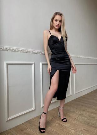 Корсетное платье-футляр с разрезом на ноге
