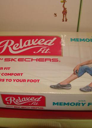Очень удобные , memory foam . кожаные кроссовки skechers оригинал