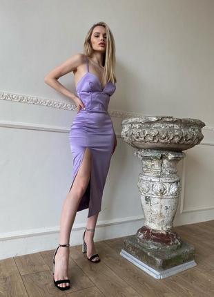 Сиреневое корсетное платье-футляр с разрезом на ноге