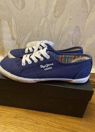Кеды синие с белыми шнурками