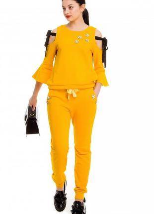 Яркий прогулочный костюм rosa shock