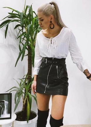 Женская кожаная юбка с ремнём1 фото