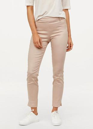 Пудровые узкие брюки h&m.