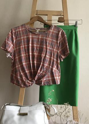 Вкорочена футболка в клітку