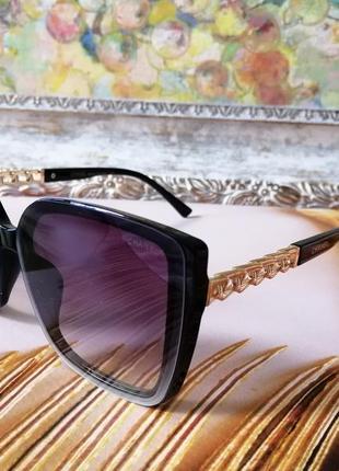 Стильные чёрные брендовые солнцезащитные очки дужка цепь