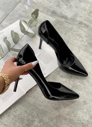 Женские лаковые туфли лодочки