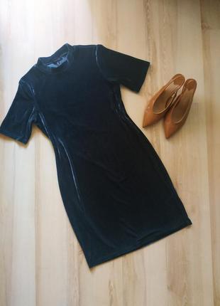 Женское платье красивого изумрудного цвета atmosphere